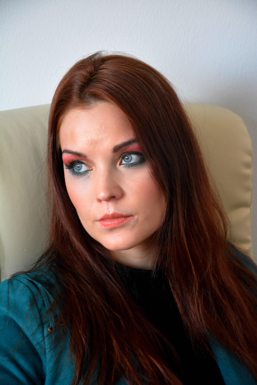 Sara / Värikäs meikki