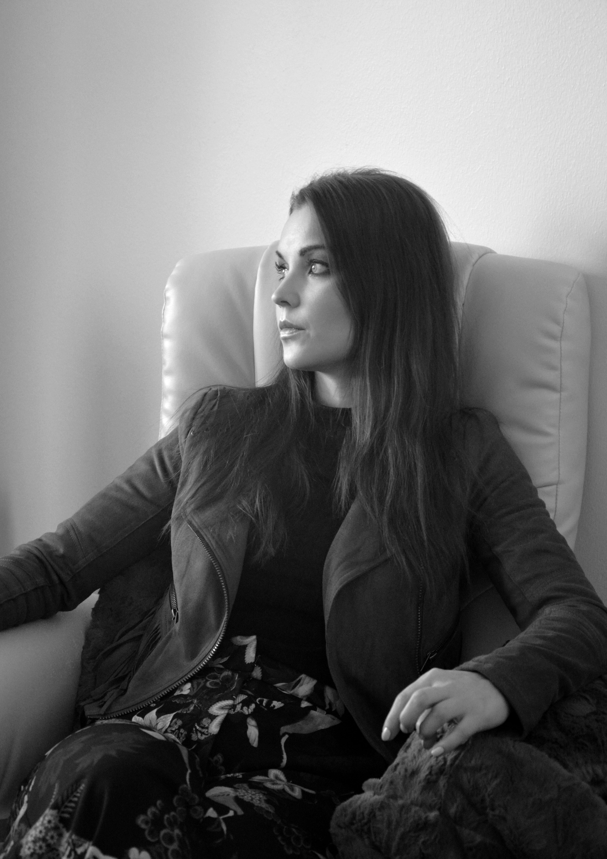 Sara / Vahva meikki / Mustavalkoinen